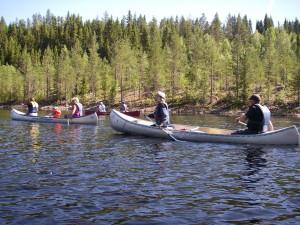 En betydligt större älv med mer vatten! 5 km/h paddlar vi, 5 km/h fick vi gratis...