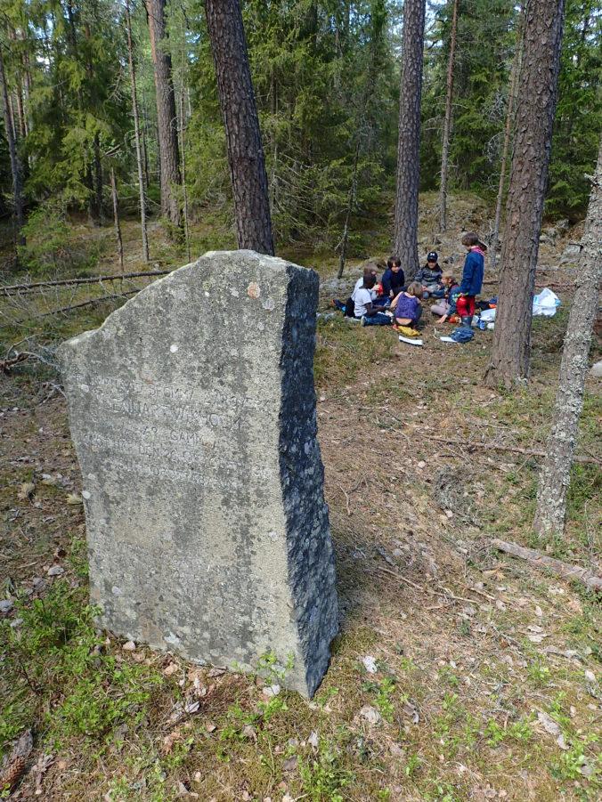 Lunchplats vid minnessten över försvunnen orienterare