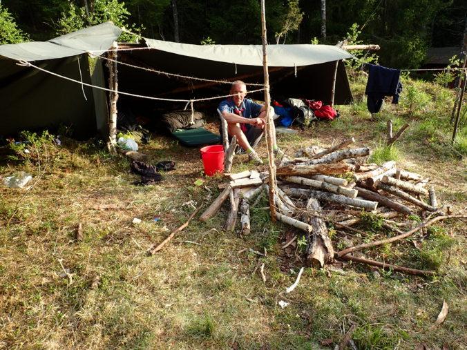 Johan pustar ut vid Äventyrarnas lägerplats